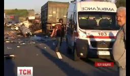 Embedded thumbnail for Смертельна аварія на Полтавщині: 2 фури зіткнулися лоб в лоб (ВІДЕО)